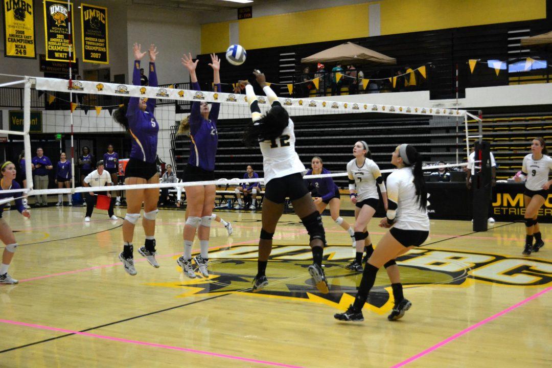 Despite late spark, women's volleyball fail to complete comeback