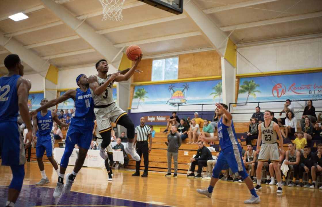 Retrievers thrill in Bahamas opener
