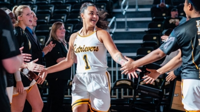 Summers' double-double leads Retrievers to win in season-opener