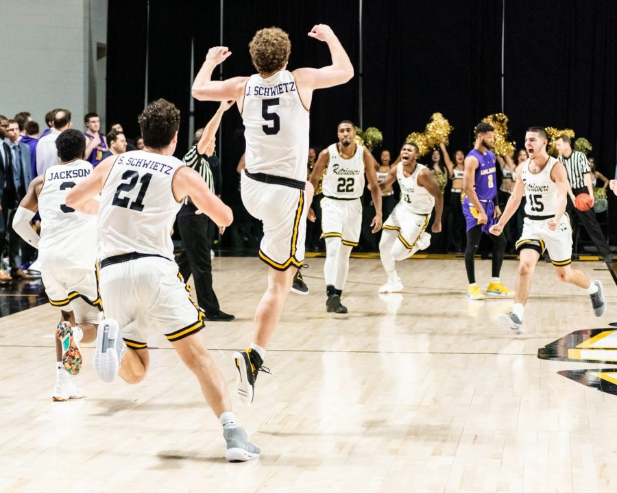 Dogfight: Shorthanded Retrievers stun the Great Danes