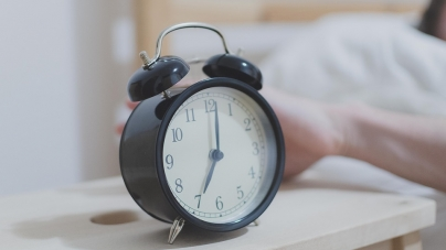 New research suggests snoozing your alarm 20+ times is good for your health
