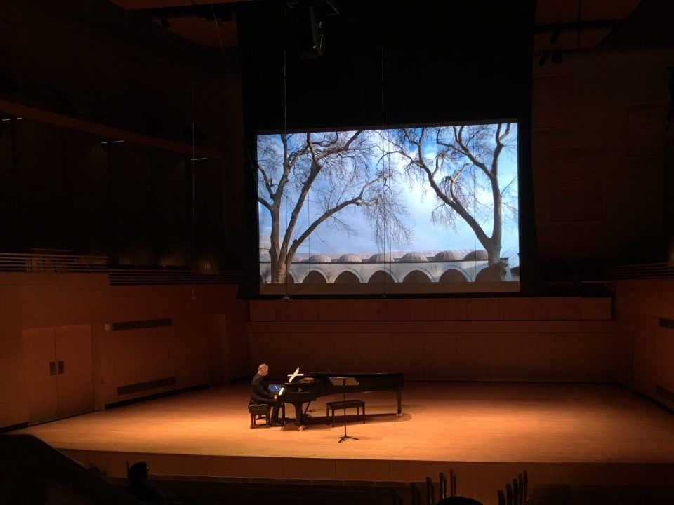 Duo Alterno mixes music and travel in latest concert